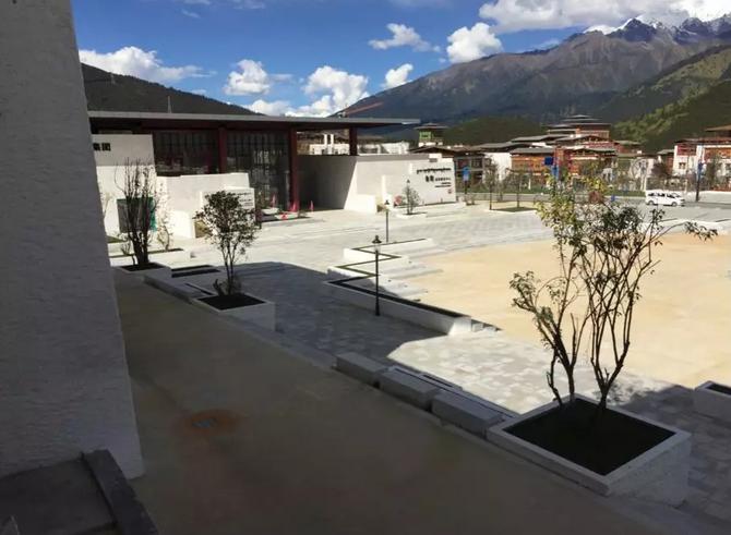 根据鲁朗国际旅游小镇设计的过程,他总结西藏传统建筑学的四大艺术