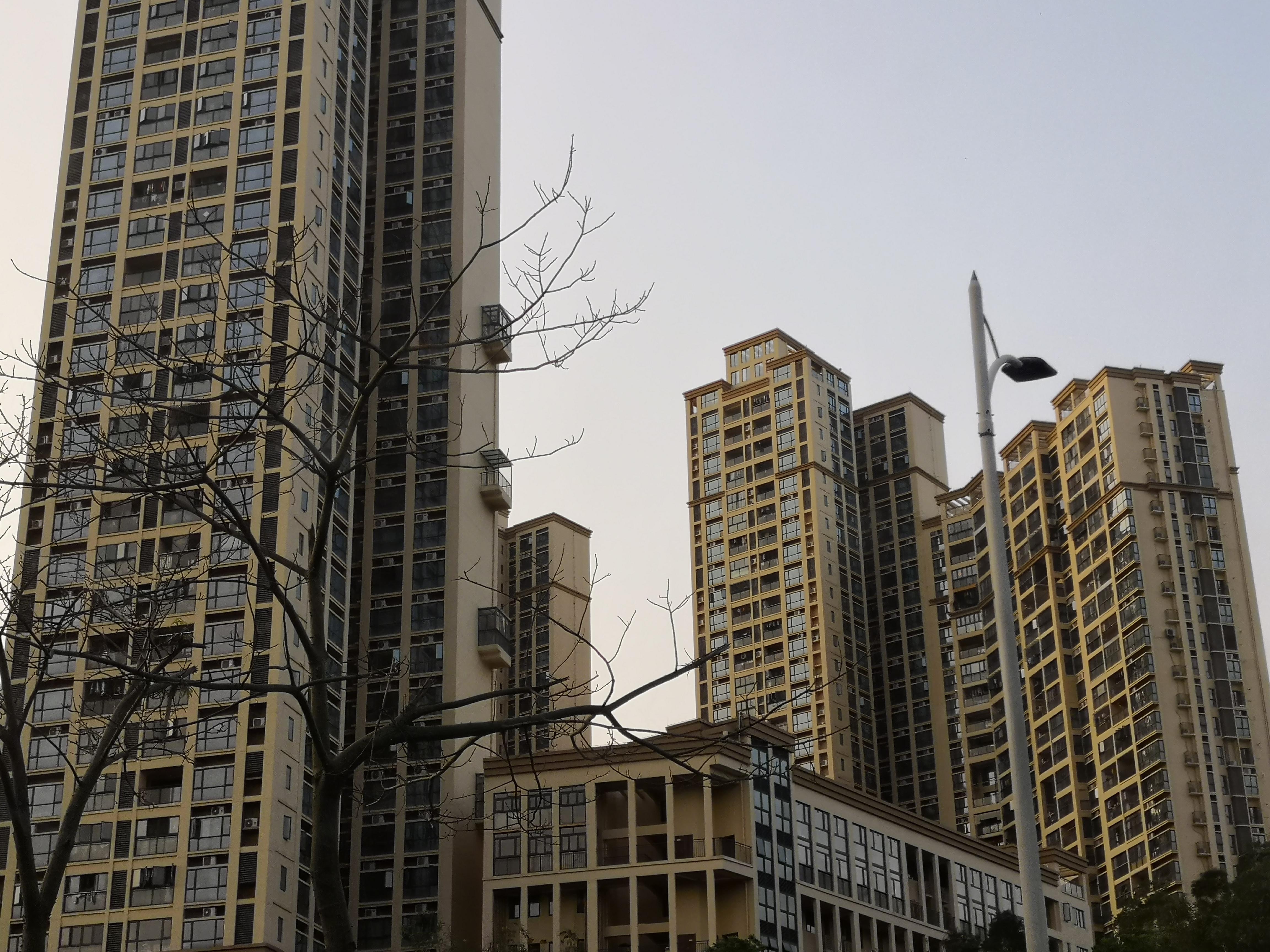 姚劲波代表:补齐租房市场短板 解决新市民居住需求