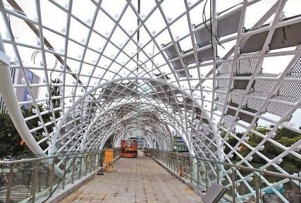 龍崗三館一城片區人行天橋即將使用